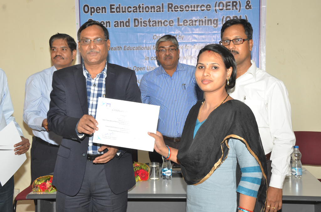 Certificate distribution of OER & ODL Training Programme
